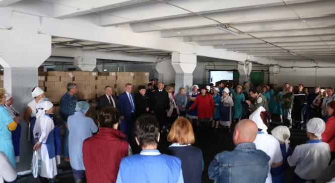 Ефим Фикс посетил рыбоконсервный завод «Пролив»