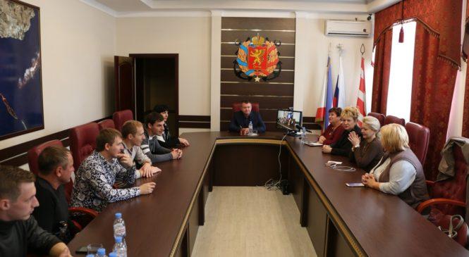 Керчане провели круглый стол с депутатами Темрюкского района
