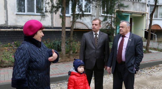 На Генерала Петрова, 76 ведется благоустройство двора