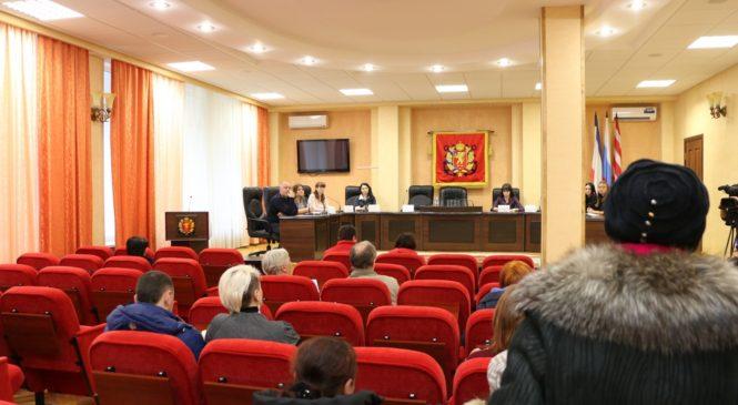 Многодетные семьи Керчи получили правовые консультации
