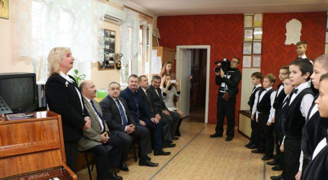 Керченский лицей искусств встречал вице-спикера крымского парламента