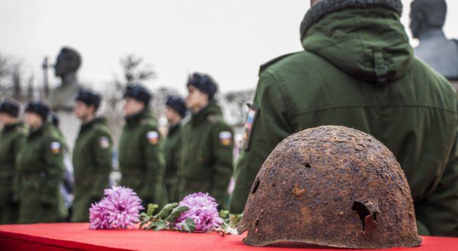 В Керчи перезахоронили останки 21 советского воина