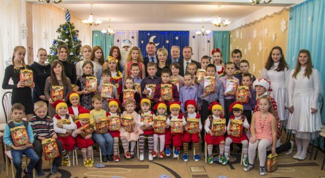 Руководители города поздравили керченских детей с Днем святого Николая