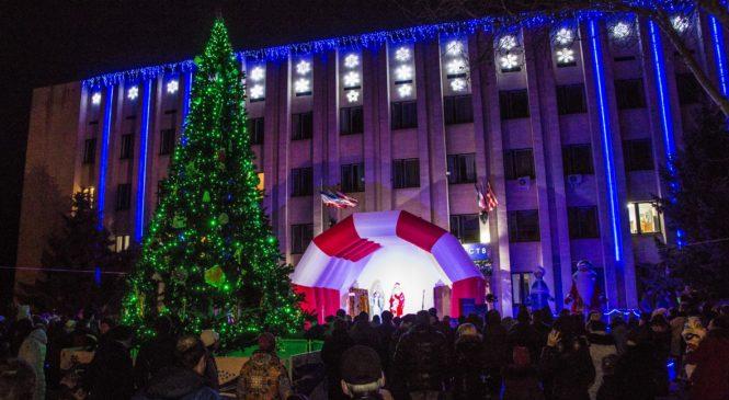 В районе Войково зажглась Новогодняя ёлка