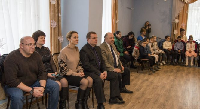 Руководство города побывало на новогоднем утреннике в Лицее искусств