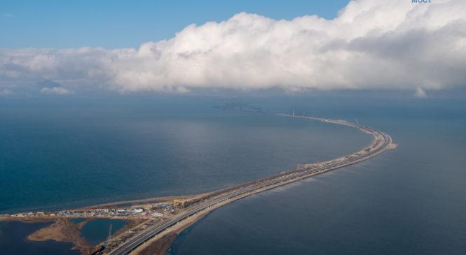 Дорожники развивают дальние и ближние автоподходы к Крымскому мосту (ВИДЕО)