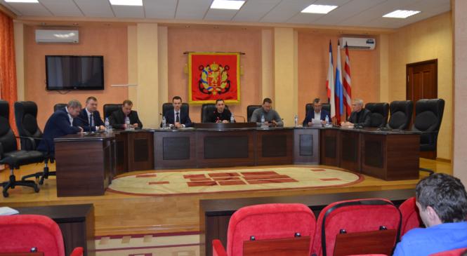 Прошла встреча министра строительства и архитектуры РК Сергея Кононова с переселенцами с Цементной Слободки