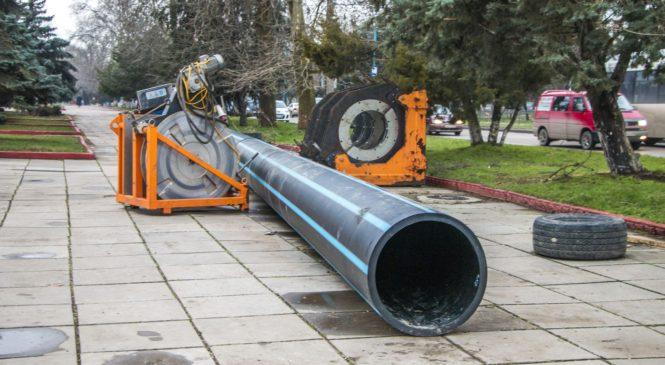 Константин Бахарев осмотрел ход работ по замене магистрального водовода