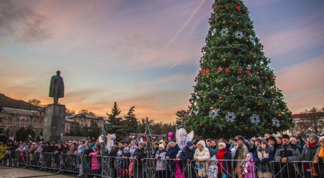 На центральной площади Керчи отметили Рождество