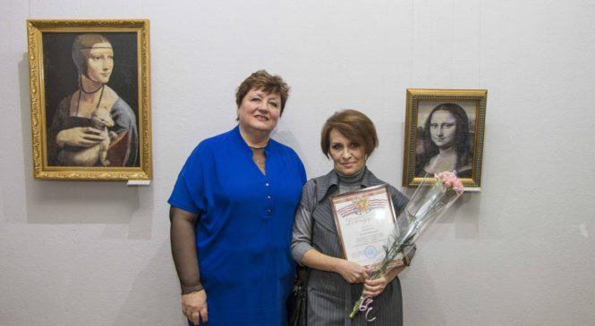 В картинной галерее проходит выставка мастера художественной вышивки Валерия Покотилова