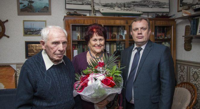 Николай Гусаков поздравил с 60-летней годовщиной совместной жизни чету Золотых