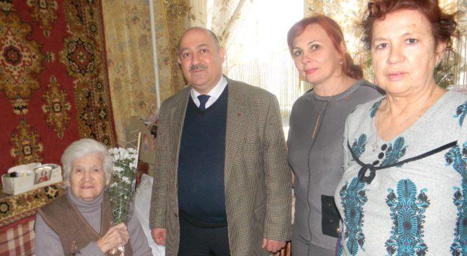 Депутат Керченского городского совета Валерий Арустамян поздравил ветерана с 95-летием