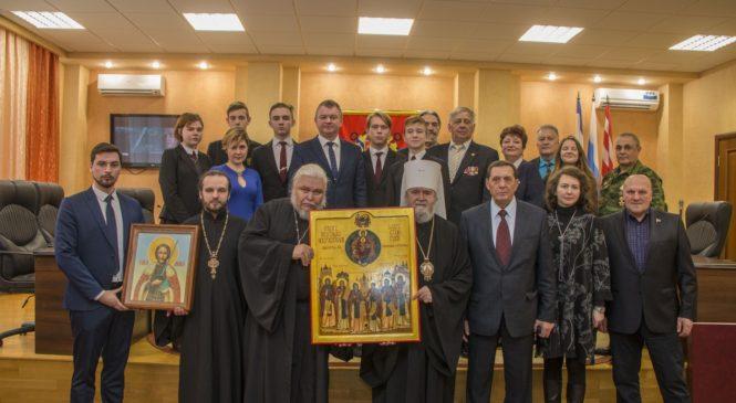 Керчи передали икону «Собор Небесных Покровителей Лавр Святой Руси»