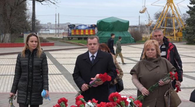 Керчане скорбят по жертвам пожара в Кемерово