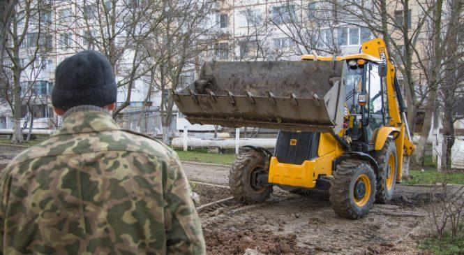Николай Гусаков дал поручение ресурсникам решить проблему подтопления стадиона школы №23