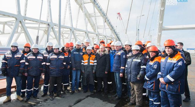 Строители Крымского моста пригласили Владимира Путина на запуск автомобильного движения в мае 2018 года (ВИДЕО)