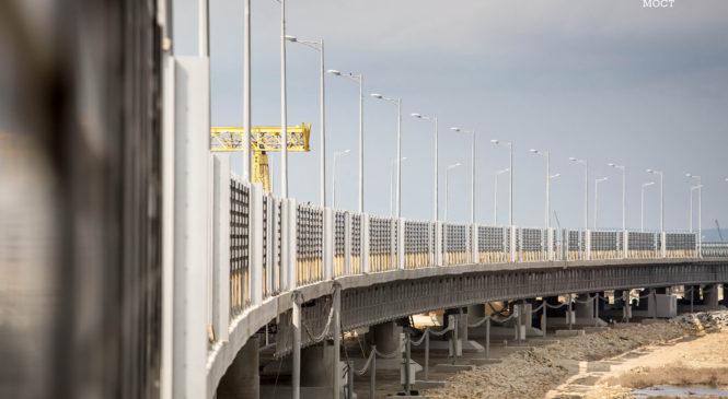 На участках Крымского моста устанавливают шумозащитные экраны (ВИДЕО)