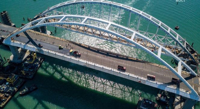 Завершена укладка асфальта на Крымском мосту (ВИДЕО)
