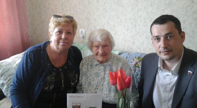 Депутат Керченского горсовета Павел Шпехт поздравил с 95-летним юбилеем ветерана ВОВ