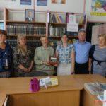 Книга — источник знаний. Керченские депутаты дарят книги библиотеке