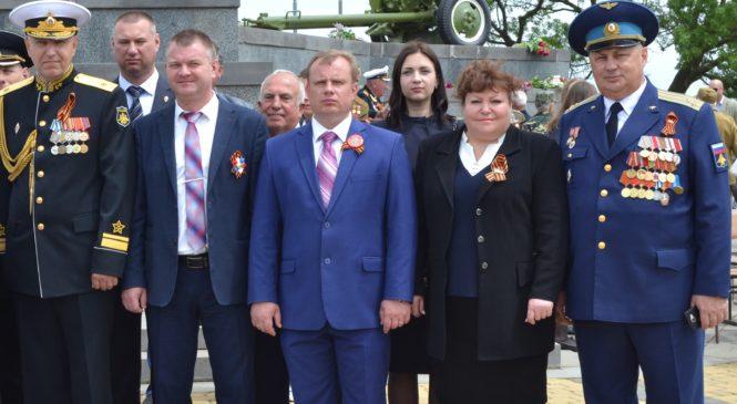 В Москве установили скамейки «Крымский мост»