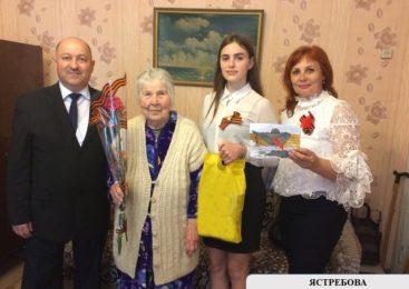 Депутат горсовета поздравил ветеранов ВОВ с Днем Победы
