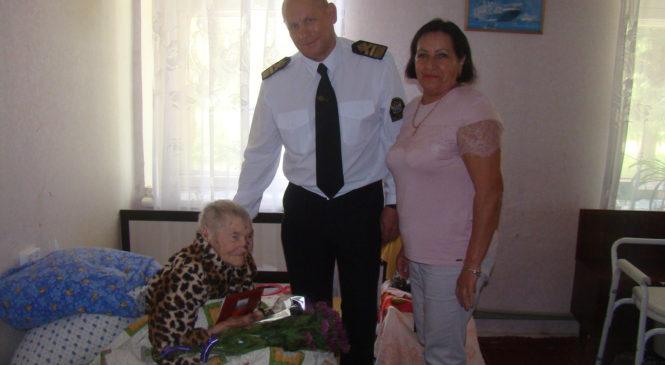 Депутат Керченского горсовета Евгений Масюткин поздравил ветерана ВОВ с 90-летним юбилеем