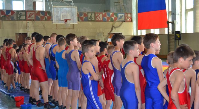 В Керчи прошел очередной турнир по греко-римской борьбе
