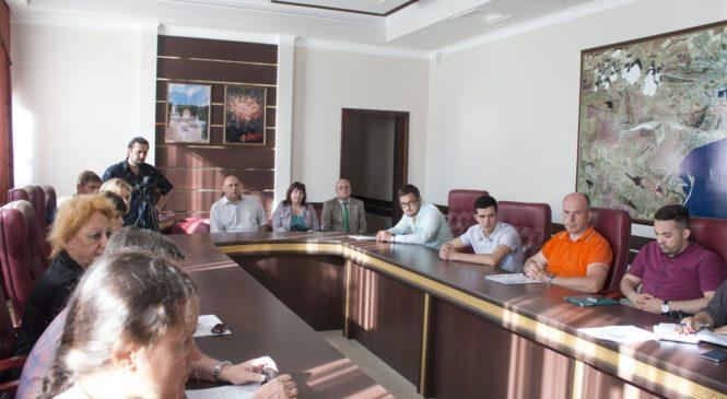 Избирательная комиссия выдала кандидатам в депутаты городского совета по округу №5 удостоверения