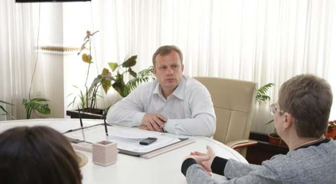 Николай Гусаков провел прием жителей улицы Марата