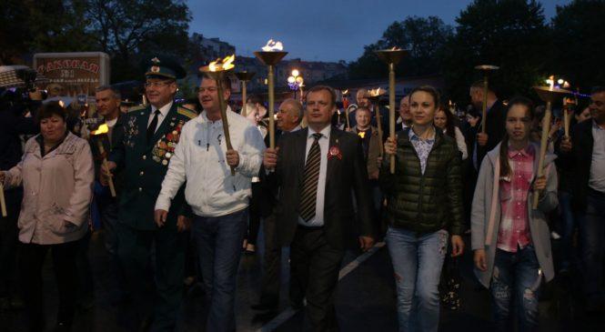 Керчане прошли факельным шествием через город