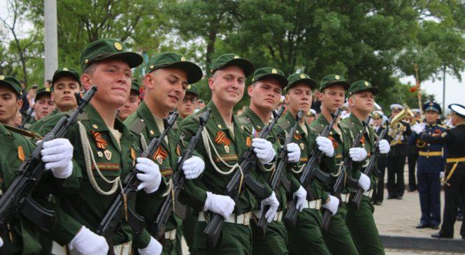В Керчи прошел Парад Победы 2018
