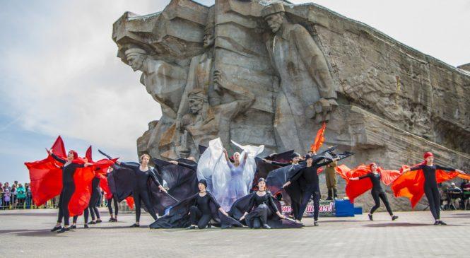 В Керчи отметили 76-ю годовщину героической обороны Аджимушкая