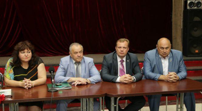 Сотрудников торгового порта наградили ко Дню России