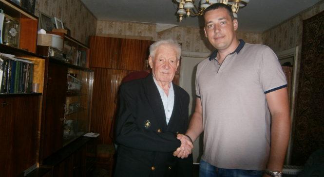 Депутат Керченского городского совета поздравил ветерана с 90-м юбилеем
