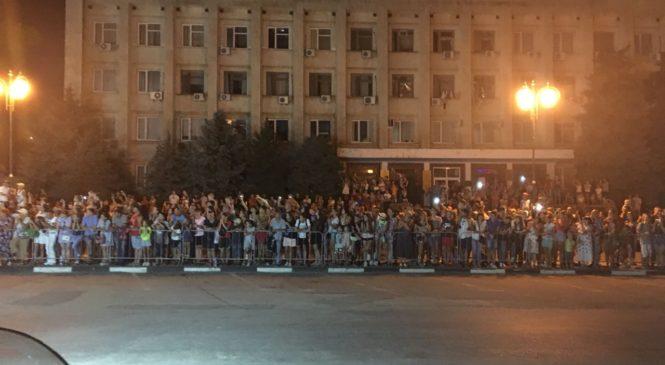 Ночные Волки организовали в Керчи показ своего фильма Зал кинотеатра был переполнен
