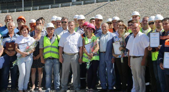 Мостовиков поздравили с Днем строителя