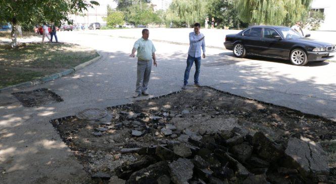 В Керчи отремонтируют подъездные дороги к школам