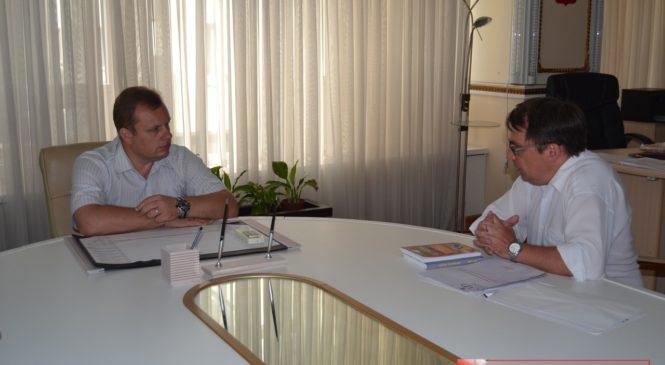 В горсовете прошла встреча с руководителем литературного объединения Крыма