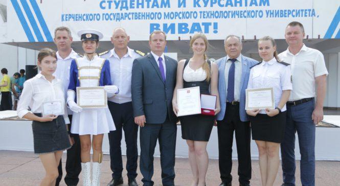 Курсанты КГМТУ построились на торжественной линейке