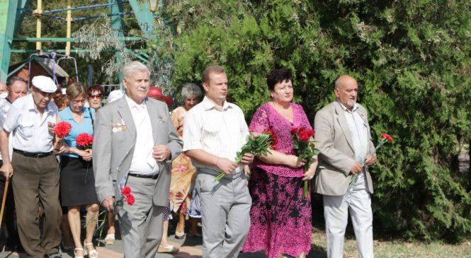 В Керчи возложили цветы в честь памятной даты — 2 сентября — Дне окончания Второй мировой войны