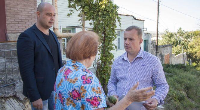 Глава муниципального образования выехал по обращению граждан на ул. Шлагбаумскую, 8