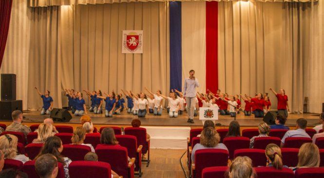 В Керчи отметили День Государственного герба и флага Республики Крым