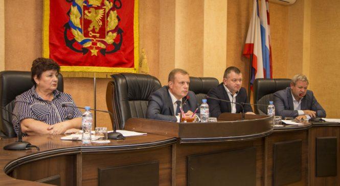 Николай Гусаков провел совещание по проблемам ЖКХ и освоения средств