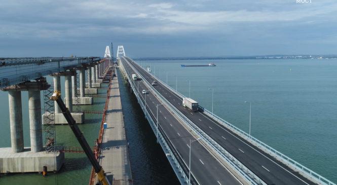 10 тысяч грузовиков проехали по Крымскому мосту за первую неделю октября (ВИДЕО)