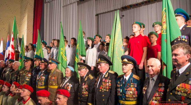В Керчи сегодня прошло посвящение в ряды военно-патриотического клуба «Юный друг пограничника»
