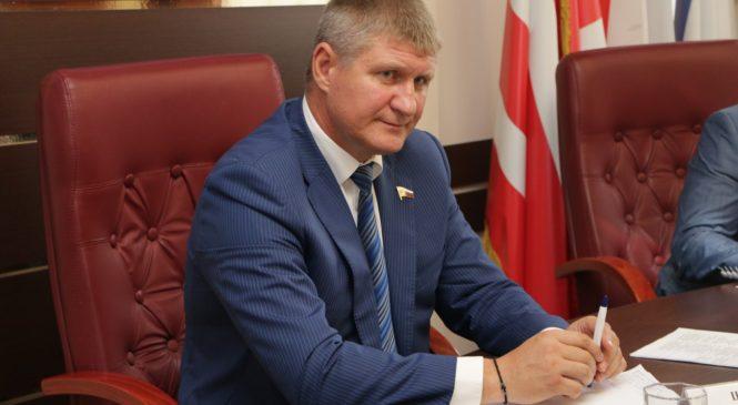 В Керчи провел прием граждан депутат Госдумы РФ Михаил Шеремет