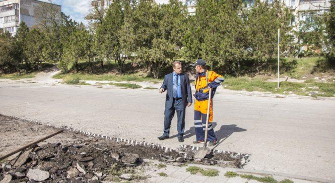 По депутатскому обращению ремонтируют съезд к школе