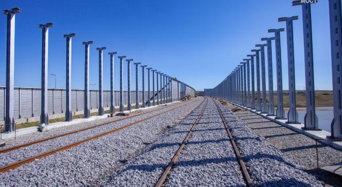 Шумозащита: на железнодорожных подходах к Крымскому мосту ставят акустические экраны
