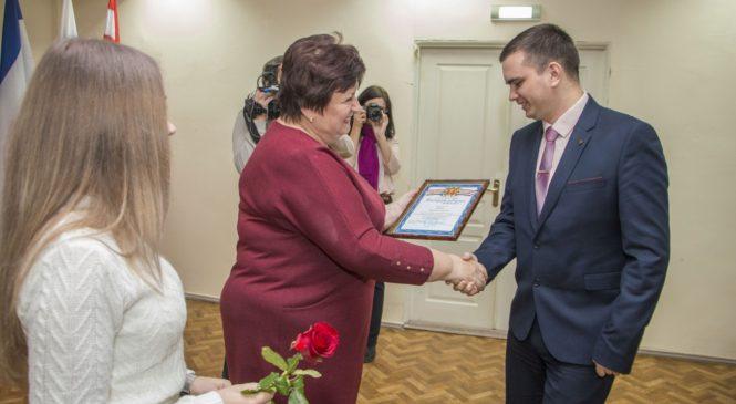 Керченских налоговиков поздравили с профессиональным праздником